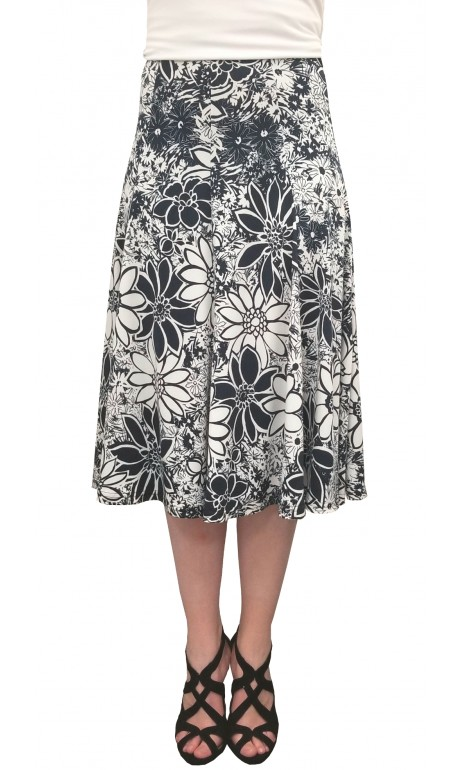 Skirt with multiple marine and white daisies